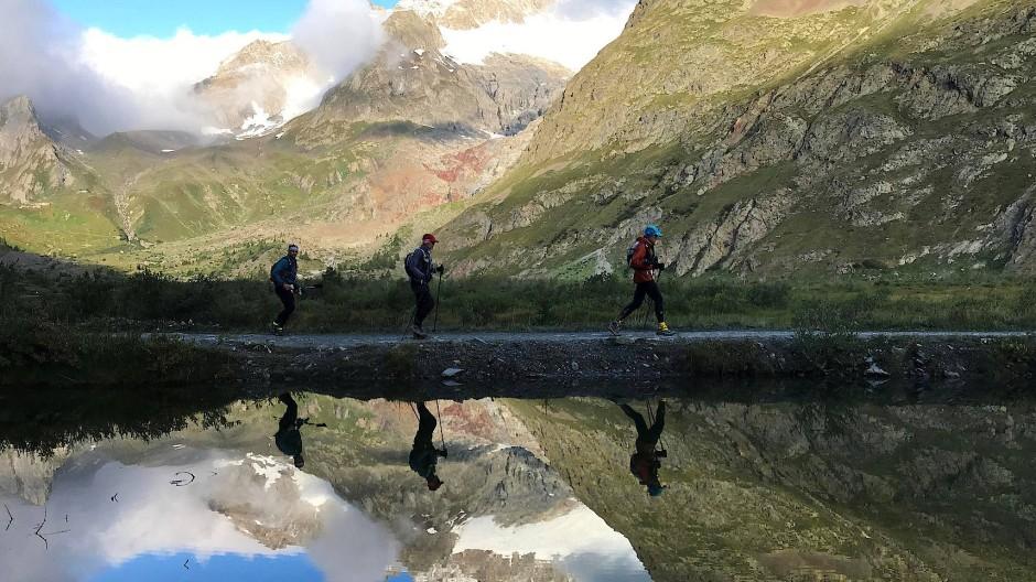 Kann auch idyllisch sein: Trailrunner vor dem Montblanc-Massiv