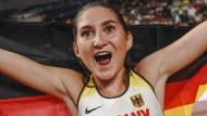Strahlende Medaillengewinnerin: Gesa Felicitas Krause in Doha