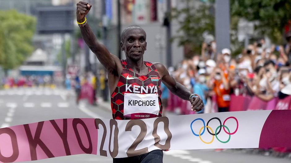 Kipchoges Zieleinlauf bei den Olympischen Spielen.