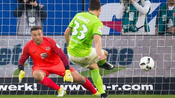 Doppeltes Hand-Spiel: Wolfsburg profitiert von Fehlentscheidung