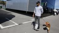 Weltmeister Lewis Hamilton hat zwischen den Testfahrten kaum Zeit für seine Lieben.