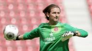 Noch in Aktion: Der frühere Mainzer Torwart Heinz Müller beim Training im Juli 2013