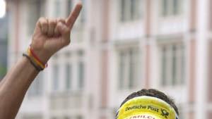 Leder gewinnt die Frankfurt-Premiere