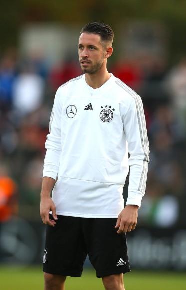 Bild Zu Mark Uth Von Schalke 04 Erstmals In Fußball
