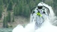 Jetpack-Pilot startet mit 800 PS aus dem Wasser heraus
