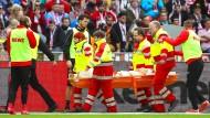 Trübte die Feierstimmung: Köln-Profi Rafael Czichos muss verletzt vom Platz getragen werden.
