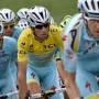Ausgebremst: Das Radsportteam Astana um Tour-Sieger Nibali (in Gelb)