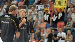 BUm ihn zu sehen: Während er die Mannschaft zu Olympia führen will, bejubeln die Fans vor allem Nowitzki