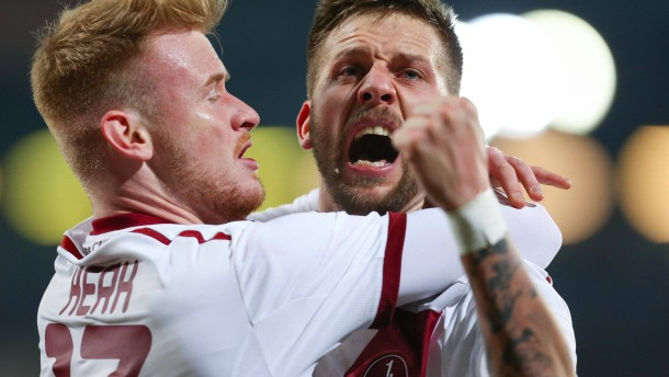 Nürnberg siegt, St. Pauli verliert furioses Spiel