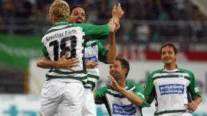Freiburg springt auf Platz eins - Fürth ringt St. Pauli nieder