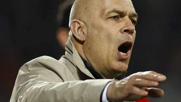 Gross soll der Schalker Rettungstrainer sein