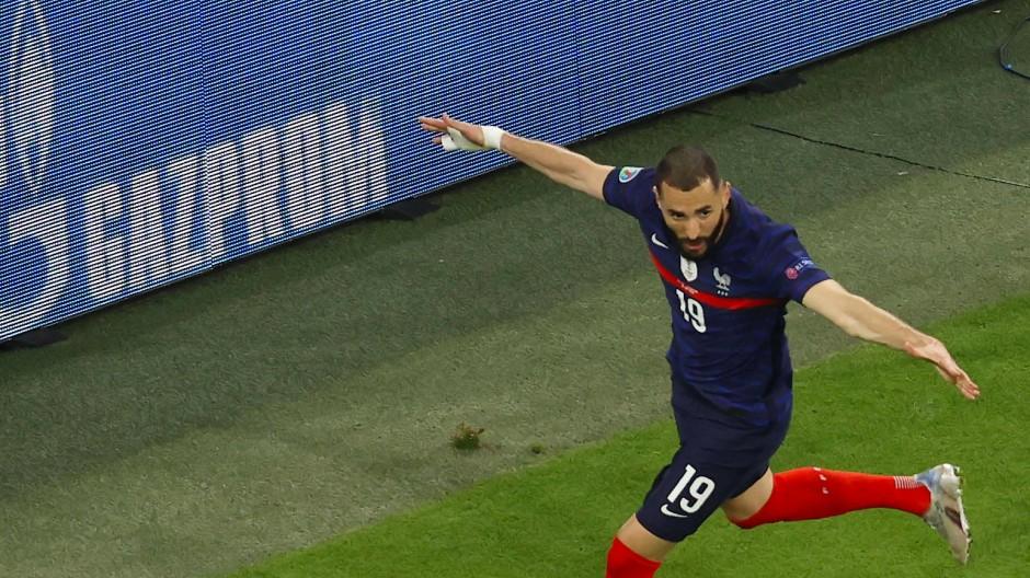 Das Tor von Karim Benzema gegen Deutschland galt zwar nicht, die Werbung wurde dennoch ins Bild gerückt.