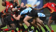 Austeilen, einstecken: Wer im Rugby bestehen will, muss mit harten Bandagen kämpfen
