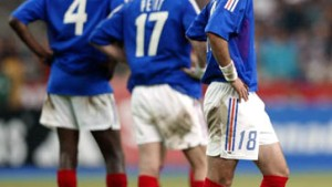 Frankreich enttäuscht ohne Zidane, Portugal bangt um Figo