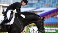 Helen Langehanenberg und Damsey gewinnen mit dem deutschen Dressur-Team EM-Gold.