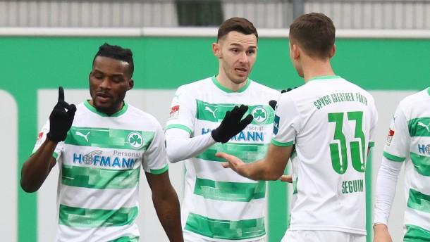 Fürth bleibt im Aufstiegsrennen – Karlsruhe enttäuscht