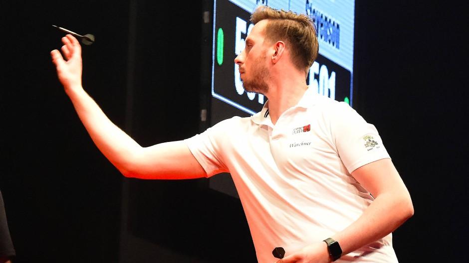 Florian Hempel überrascht mit seinem ersten Aufritt bei einer Europameisterschaft im Darts.