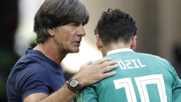 Löw spricht über geplatztes Treffen mit Özil