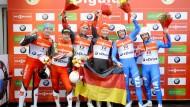 Gold für Deutschland: Wendl und Arlt (Mitte, v.l.) gewinnen die erste Medaille