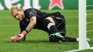 Patzer im Champions-League-Finale: Loris Karius vom FC Liverpool liegt am Boden.