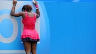 Aus in Rund zwei: Trotz der Niederlage gegen Vera Swonarewa zählt Serena Williams in Wimbledon zu den Favoritinnen