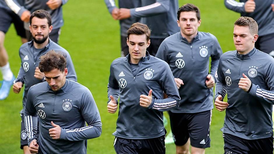 Die Spieler der deutschen Fußball-Nationalmannschaft am Mittwoch beim Training in Duisburg