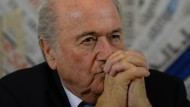 Enttäuscht, verbittert, gar gebrochen? Blatter verlässt die Fünf-Sterne-Welt