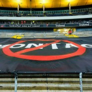 Bitte nicht am Montag: Frankfurter Fans protestieren gegen den Termin des Spiels gegen Union Berlin.