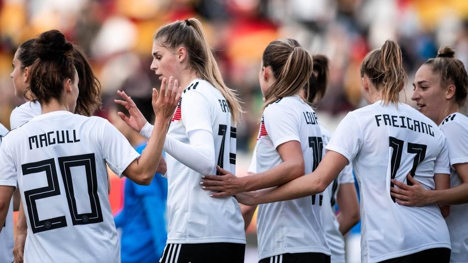 Klarer Erfolg gegen Israel: die deutschen Fußball-Frauen haben allen Grund zur Freude