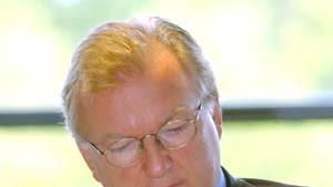 Präsident Niebaum bedauert schlechten Aktienkurs