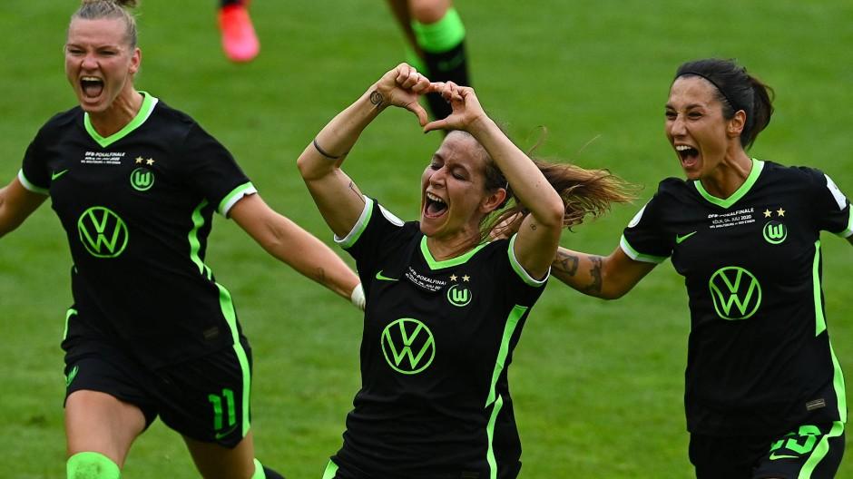 Gemeinsamer Jubel: Die Fußballfrauen des VfL Wolfsburg sind deutscher Pokalsieger.
