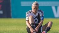 Schuhe und Gürtel könnten enger werden: Der FFC Frankfurt (im Bild Stürmerin Mandy Islacker) verliert seinen Hauptsponsor