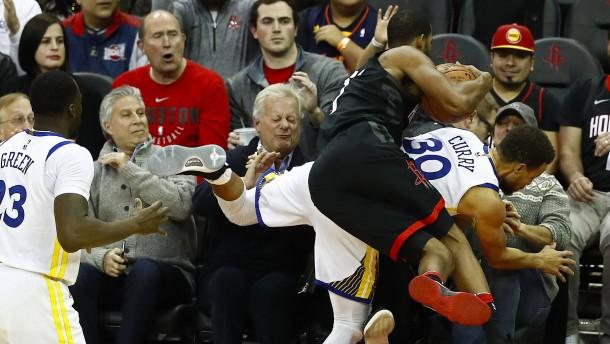 Harter Kampf im NBA-Spitzenspiel