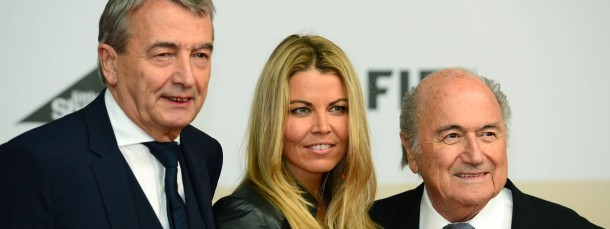 DFB-Präsident Wolfgang Niersbach (links) mit Lebensgefährtin Marion und Fifa-Präsident Joseph Blatter