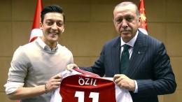 DFB gesteht Fehler im Fall Özil ein