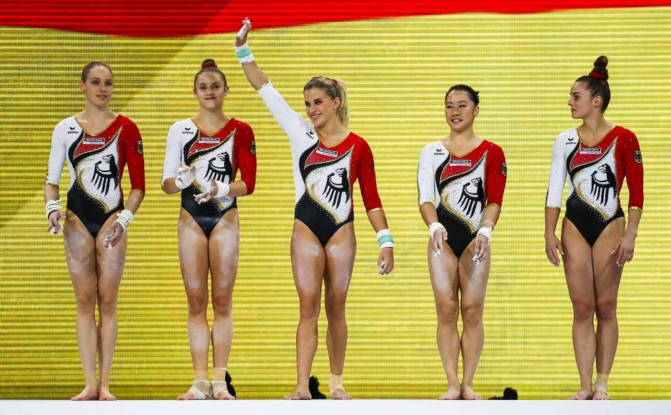 Rhythmische sportgymnastik nackt