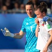 Konnten das WM-Aus nicht abwenden: Deutschlands Fußball-Nationalspielerinnen Almuth Schult (l) und Marina Hegering