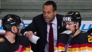Marco Sturm (Mitte) soll der deutschen Mannschaft eine neue Handschrift verleihen