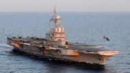 Französische Kampfjets fliegen Angriffe von Flugzeugträger aus