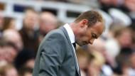 Nicht gerade optimistisch: Alan Shearer beim Trainerdebut in Newcastle