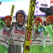 Carina Vogt, Markus Eisenbichler, Svenja Würth und Andreas Wellinger bejubeln Gold in Lahti.