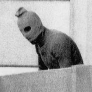 """""""Auf einem flimmernden Bildschirm sah man eine vermummte Gestalt"""": Ein Geiselnehmer von München 1972"""