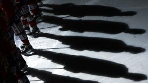 Tiefe Kratzer in dünnem Eis