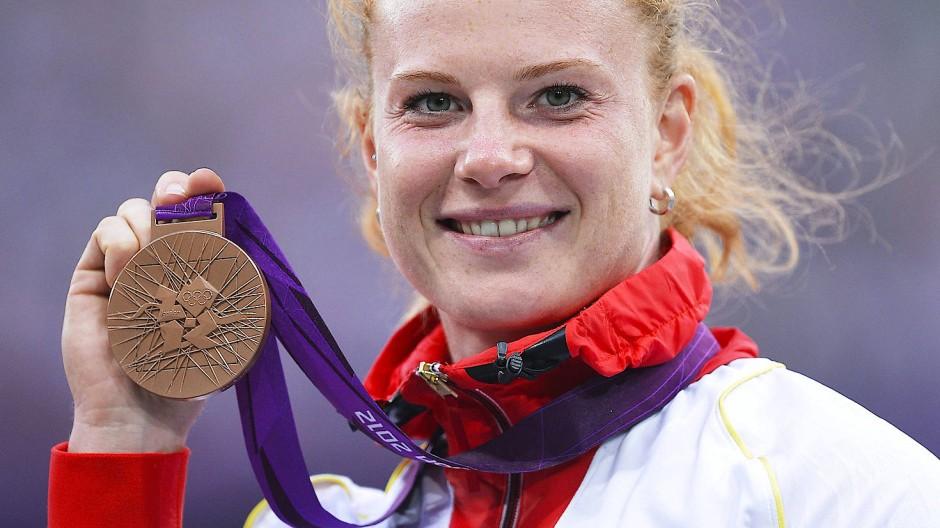 Diese Bronzemedaille wird nun versilbert: Betty Heidler erhält nachträglich ein neues Edelmetall.