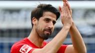 Raus mit Applaus: Sami Khedira verlässt die Fußball-Bühne auf dem Rasen.