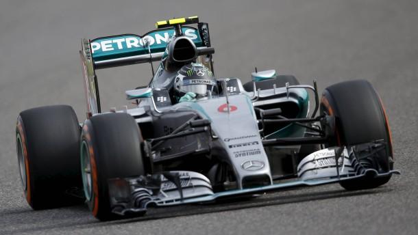 Pole für Rosberg – Heftiger Unfall von Kwjat