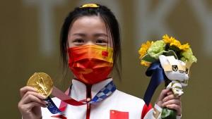 Das erste Bild mit Gold liefert eine Chinesin