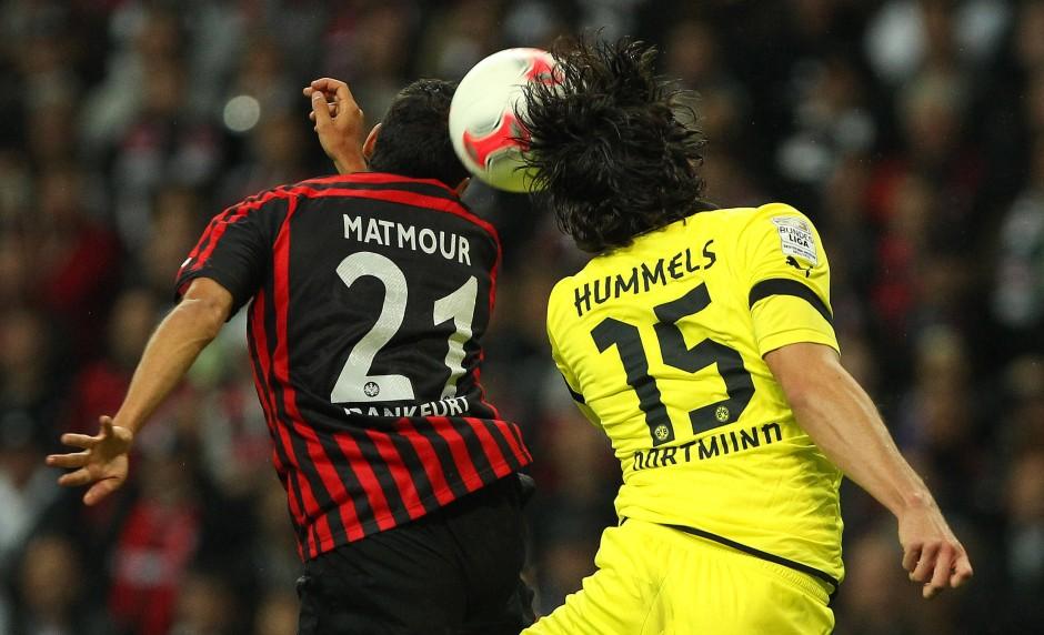 Ein eindeutiges Unentschieden: Matmour und Hummels mit dem Ball in der Mitte