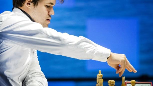 Debütsieg für Carlsen
