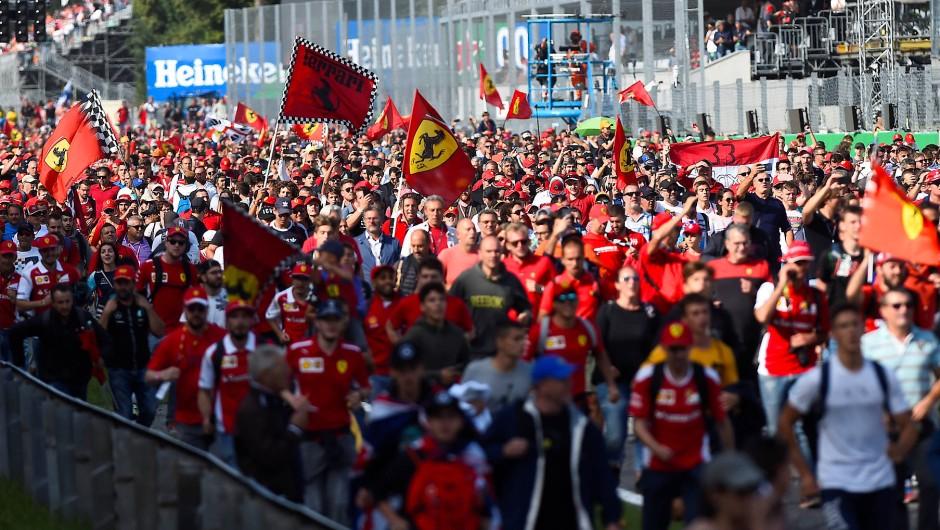 Rennstrecke als Pilgerstätte: Ganz Monza in Rot